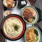 宮きしめん 神宮店 - 熱田の杜セット、ざるきしめん、白海老かき揚げきしめん一つのお盆に全部のりました。