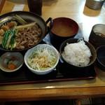 金太郎 - 牛鍋(すき焼き)定食 税込550円