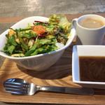 サラダストップ! - カスタムサラダとフレンチオニオンスープにホットコーヒー