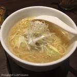 牛タン×焼き鳥×ワイン 鵠 - テールスープの塩ラーメン(580円税別)