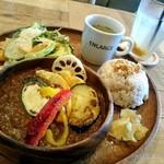 S.W.G cafe by ENLARGE - 季節野菜のスパイスキーマカレープレート!ドリンクは+100円でうめ酵素ジュース♡旨々です(*^^*)