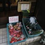 kuma - 野菜。なすは売り切れ。