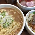 麺処 一笑 - 料理写真:ラーメン大盛り(トマベジ)900円+追い野菜(ブラベジ)100円