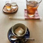 プリムローズ - ミルク寒天の梅ソースかけとアイスティ