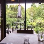 プリムローズ - 席からお庭の眺め