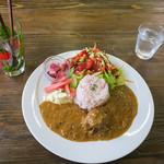 カフェタンナル - 「いちごやさんココナッツカレー」(1,080円)。お洒落なカフェ飯としてもポイント高し。