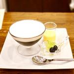 Cafe Bach - コーヒーゼリーとブランマンジェ¥980 口どけなめらかなブランマンジェ