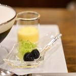 Cafe Bach - アルコールに漬けたフルーツはコーヒーゼリーとブランマンジェとも良く合います。
