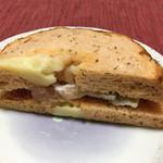 ラブズベーグル - 生ハムとブリーチーズサンド270円