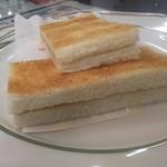 69760137 - 練乳トースト 330円