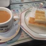 69760139 - コーヒーミルクティー200円(セット価格)と練乳トースト330円