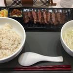 長者原サービスエリア レストラン - 牛タンみそ定食 1600円  ライス大盛り 50円