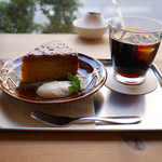 椎名町カフェ - キャラメルバナナケーキとアイスコーヒー
