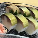 千登利亭 - 脂ののった鯖寿司 ⤴︎