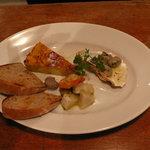 6977536 - 広島産の牡蠣付きプレートランチ