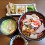 たか鮨 - 生バラちらし(おかず3種とみそ汁付き)