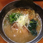 鐙 - 料理写真:鐙ラーメン(710円)