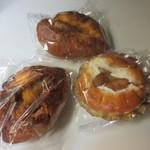 パン工房 Nohmi - ゴルフ場のロッカーに数時間保管してても差しさわりの無さそうなパンを3つ選んで帰りました。