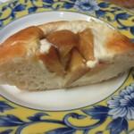 パン工房 Nohmi - クリームチーズとマスカルポーネチーズで作った特製クリームにりんごの紅茶ソテーをのせて焼き上げたパンです。