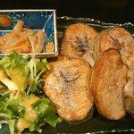 旬の魚と旨い地鶏 魚鶏屋 - じゃがバター(塩辛つき)