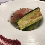 FIORE - ズッキーニと生ハムと有機野菜の盛り込んだ前菜