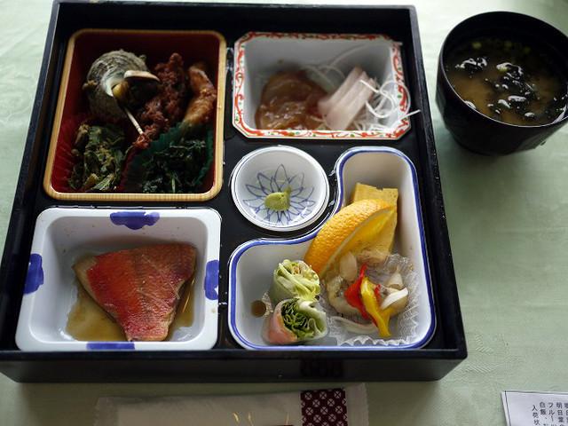 朝食はバイキング、昼食は島っこ膳『大島温泉ホテル』@伊豆大島 』by ...