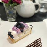 カフェ・コムサ - ブルーベリーとクリームチーズのケーキ 税込580円