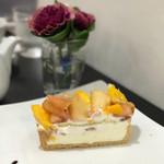 カフェ・コムサ - 白桃とマンゴーのケーキ 税込680円