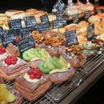 ベッカライサカツジ - デニッシュ、惣菜系