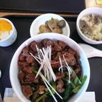 萬珍茶房 - 料理写真:トロトロ肉丼900円