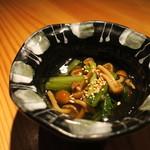 鈴しろ - ナメコと小松菜の煮浸し