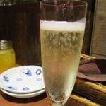 銀座2丁目ミタスカフェ - 2杯めはスパークリング