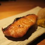 鈴しろ - 秋鮭の柚庵焼き 自家製菊の花酢漬け
