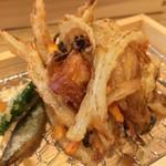 中村麺兵衛 - 魚かき揚げ アップ