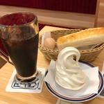 コメダ珈琲店 - 料理写真:クリームコーヒー520円(税込)+モーニングAセット(無料)