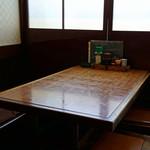 新市川 - テーブル席