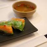 クゥーチャイ - ランチに付いてくる生春巻き&トムヤムクン(海老スープ)