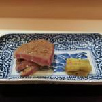 御料理 辻 - 宮崎牛トモサンカク昆布締焼き