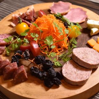 お肉を彩る新鮮な野菜