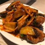 ニュー シャム - ナマズのレッドカレー炒め