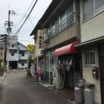 勝山協食 - 住宅街のど真ん中。かなり迷いました。