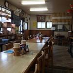 勝山協食 - お店の中、昔からの食堂という感じでなんとも良い感じです。