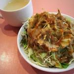 プージャ - セットのサラダ&スープ。サラダもたっぷり。