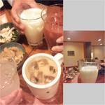 69796996 - コーヒー牛乳(アイス)/牛乳