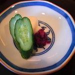 日本料理 対い鶴 - 香物:胡瓜、大根、しば漬。