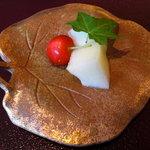 日本料理 対い鶴 - 水菓子:メロン、さくらんぼ。