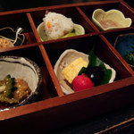 698712 - 「無量寿」セットの小鉢料理。個々の品は本文参照。
