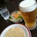 マリカ - 生ビール・レディースセットのサラダ・サービスのパパド。