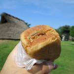 パン ド クルー - 料理写真:クルミあんぱん200円(内税)。