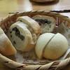 たなごころ - 料理写真:大納言だらけのだいなごんパン(左)とあんぱん(右)